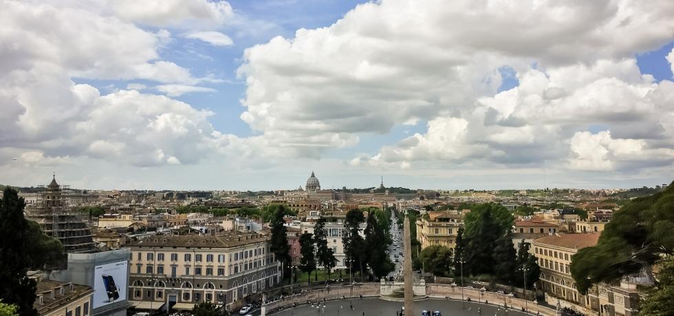Explore Italy Rome Piazza San Pietro