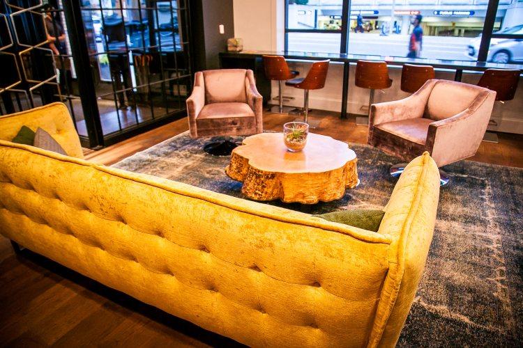 alor-hotel-lucia-portland-lobby
