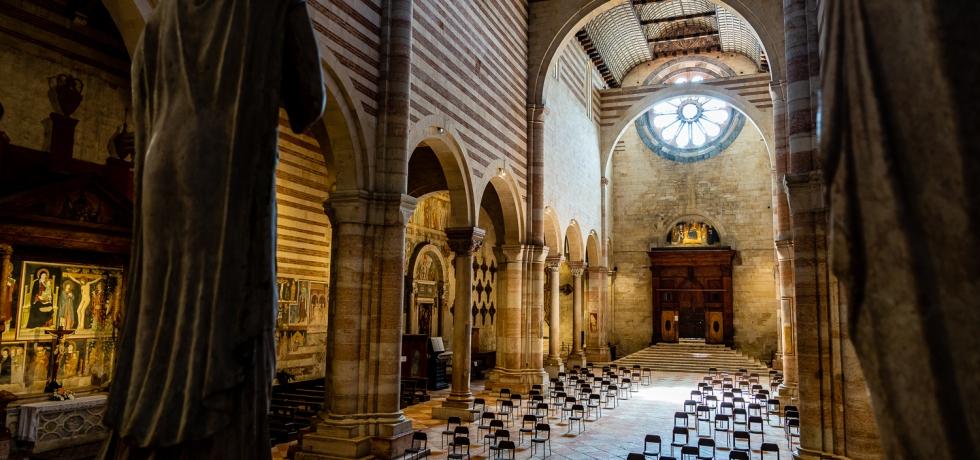 Italy Pic of the Day Basilica di San Zeno Maggiore Hall